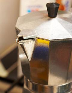 Гейзерные кофеварки. Как купить правильную кофеварку гейзерного типа. Принцип работы гейзерной (паровой) кофеварки.